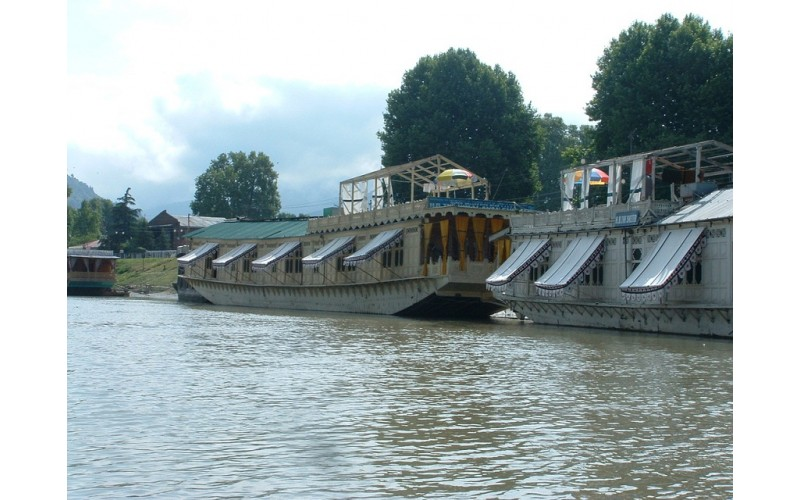 Shelter Group of Houseboats - Srinagar